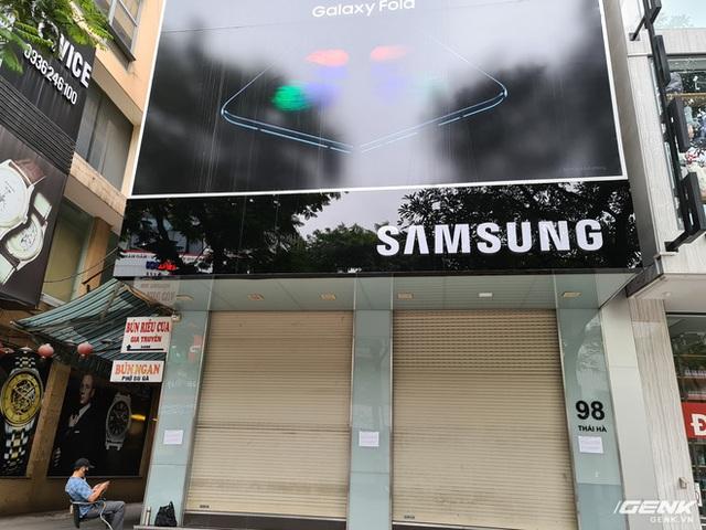 Cửa hàng kinh doanh điện thoại lớn nhỏ đóng cửa vì dịch, chuyển sang bán online - Ảnh 4.