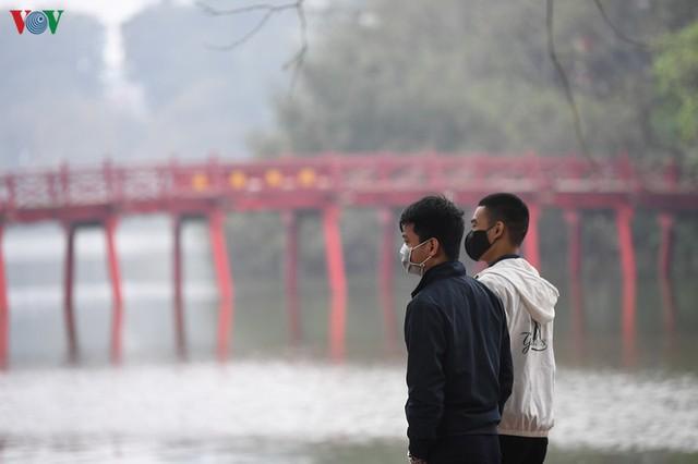 Phố phường Hà Nội tĩnh lặng sau lệnh đóng cửa quán xá của Thủ tướng - Ảnh 6.