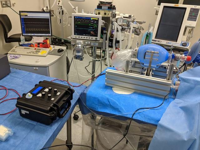 MIT phát hành miễn phí bản thiết kế máy thở giá rẻ, có thể được sao chép tại mọi bệnh viện trên thế giới - Ảnh 1.