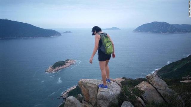 Bị yêu cầu ở nhà giữa mùa dịch bệnh, hàng loạt người giúp việc Hongkong vẫn bị nhiễm Covid-19 từ gia đình nhà chủ đi du lịch trở về  - Ảnh 2.