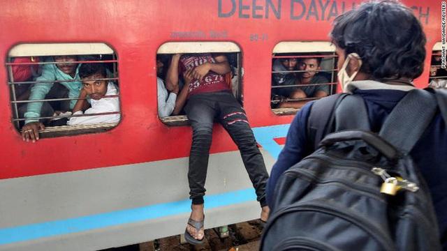 1 toilet, ngàn người sử dụng: Khi cách ly trở thành đặc quyền của giới nhà giàu Ấn Độ, còn dân nghèo thì không thể - Ảnh 4.