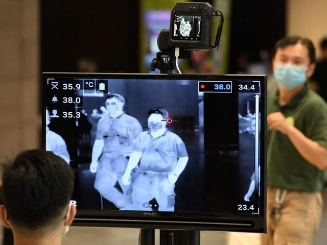 Xem các nước trên thế giới chống đại dịch Covid-19: Ba Lan yêu cầu người dân selfie, Thái dùng robot để bệnh nhân video call với bác sĩ - Ảnh 4.