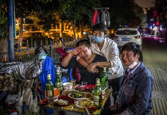 Chùm ảnh: Vũ Hán - thành phố triệu dân vừa thức dậy sau một giấc ngủ kéo dài 76 ngày do lệnh phong tỏa trong đại dịch Covid-19 - Ảnh 11.