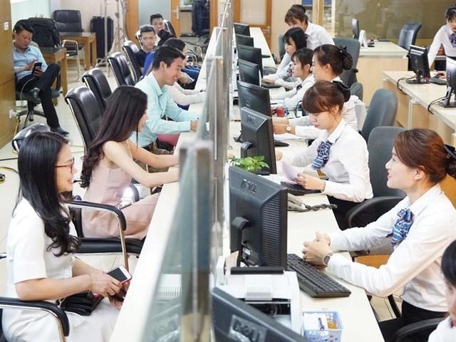 [Cập nhật] Bệnh viện Bạch Mai chính thức được dỡ bỏ lệnh phong toả; Chủ tịch VCCI đề xuất phát động chiến dịch cao điểm người Việt dùng hàng Việt trong 6 tháng - Ảnh 1.