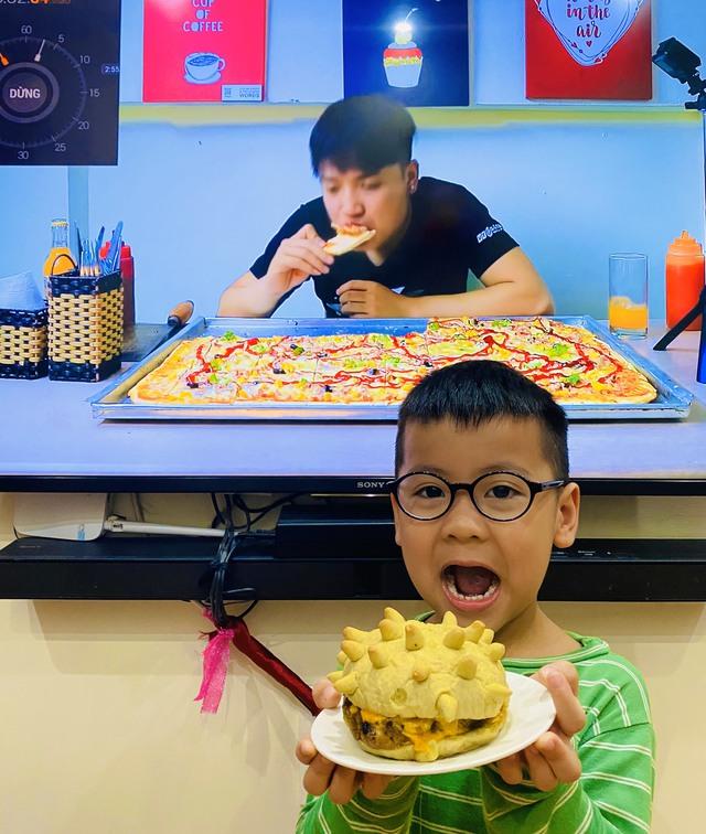 CEO chuỗi pizza Việt sáng tạo 'burger corona' lên báo ngoại: Trả 4 mặt bằng, đưa 3 cửa hàng vào chế độ 'ngủ đông', duy trì 5 điểm bán online và lập 3 nhóm hành động cầm cự mùa dịch! - Ảnh 7.