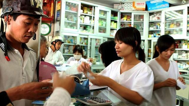 TPHCM sẽ giám sát các trường hợp tự mua thuốc cảm, sốt  - Ảnh 2.