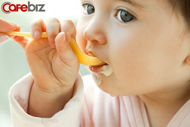 3 biểu hiện khi ăn cơm của một đứa trẻ cho thấy khi lớn lên chúng sẽ thiếu bản lĩnh: Biểu hiện đầu tiên thật khiến người khác khó chịu - Ảnh 1.