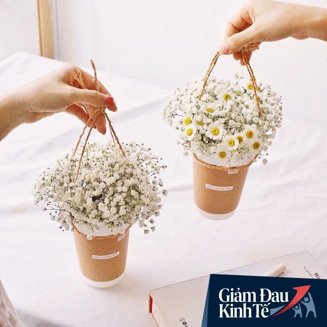 Phải đóng cửa vì Covid-19, doanh số sụt 95%, một chủ tiệm hoa ở Sài Gòn đã nghĩ ra cách độc đáo để tồn tại qua mùa dịch - Ảnh 1.