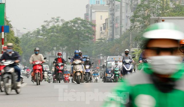 Hà Nội: Người ra đường tăng đột biến trong ngày đầu gia hạn giãn cách xã hội - Ảnh 2.