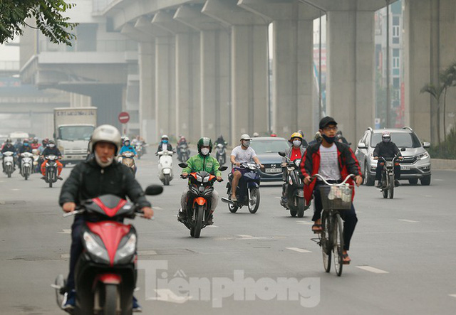 Hà Nội: Người ra đường tăng đột biến trong ngày đầu gia hạn giãn cách xã hội - Ảnh 11.