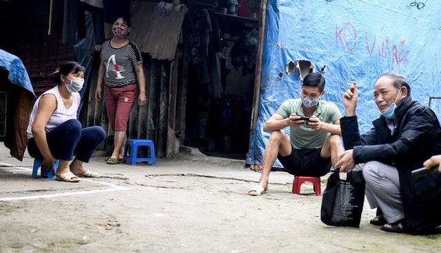 Người nghèo sống dưới chân cầu Long Biên chật vật xoay xở mưu sinh trong dịch COVID-19 - Ảnh 13.
