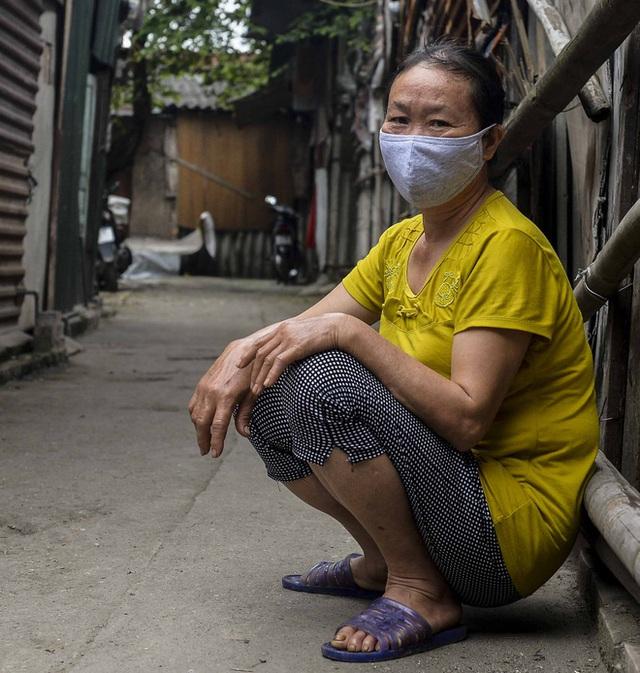 Người nghèo sống dưới chân cầu Long Biên chật vật xoay xở mưu sinh trong dịch COVID-19 - Ảnh 15.