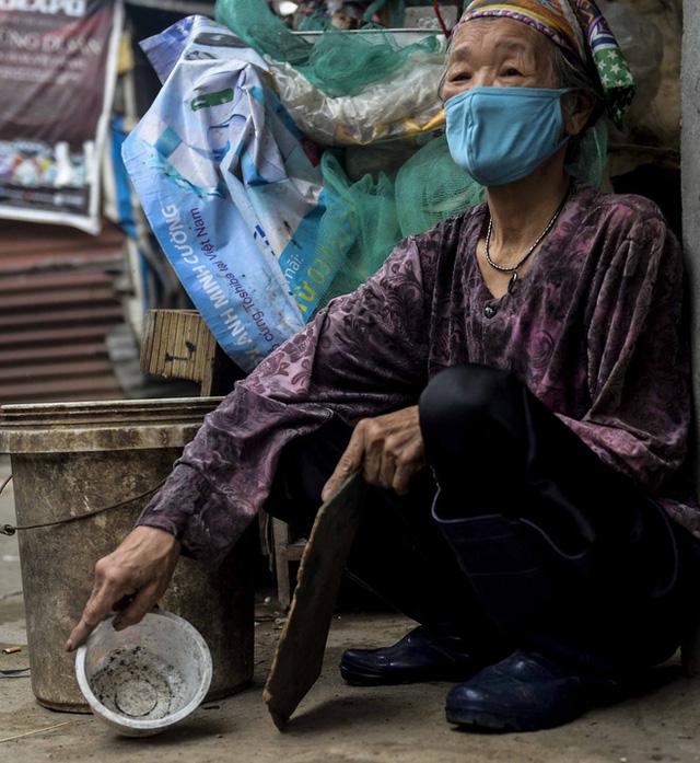 Người nghèo sống dưới chân cầu Long Biên chật vật xoay xở mưu sinh trong dịch COVID-19 - Ảnh 9.