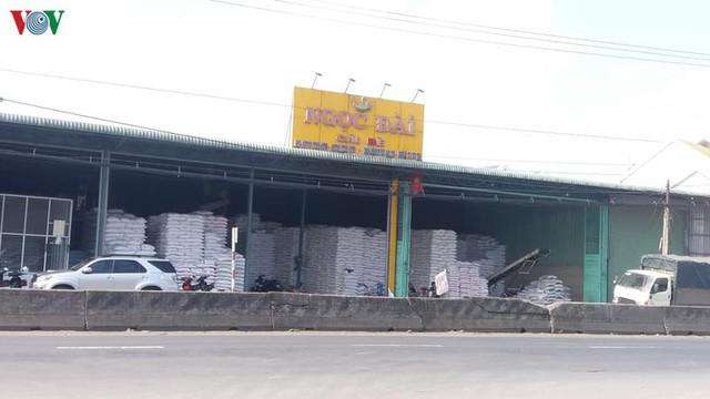 Doanh nghiệp than phiền vì không xuất khẩu được gạo - Ảnh 2.