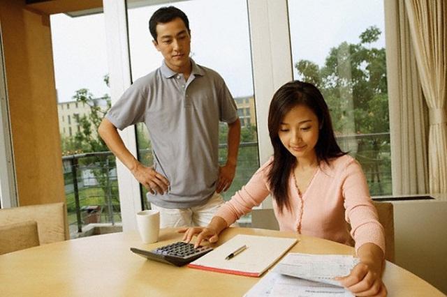 Những sai lầm trong chi tiêu tài chính mà tới 90% các cặp vợ chồng trẻ đều mắc phải khiến tiền kiếm bao nhiêu vẫn rỗng ví - Ảnh 3.