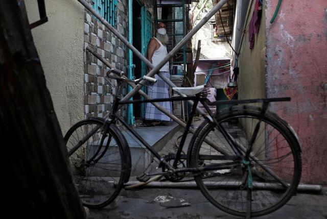 Cuộc sống ở một trong những khu ổ chuột lớn nhất Châu Á trong những ngày áp đặt lệnh phong tỏa toàn Ấn Độ giữa dịch Covid-19 - Ảnh 7.