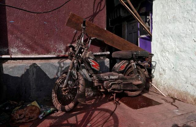Cuộc sống ở một trong những khu ổ chuột lớn nhất Châu Á trong những ngày áp đặt lệnh phong tỏa toàn Ấn Độ giữa dịch Covid-19 - Ảnh 9.