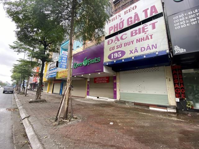 Dừng cách ly xã hội, hàng quán Hà Nội không vội mở cửa trở lại - Ảnh 1.