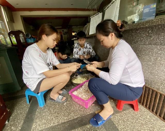 Dừng cách ly xã hội, hàng quán Hà Nội không vội mở cửa trở lại - Ảnh 8.