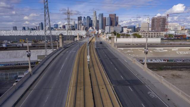 Chùm ảnh: Hạn chế ra đường, phong tỏa toàn thành phố, đại dịch Covid đang giúp môi trường trường giảm ô nhiễm và trong lành hơn - Ảnh 5.