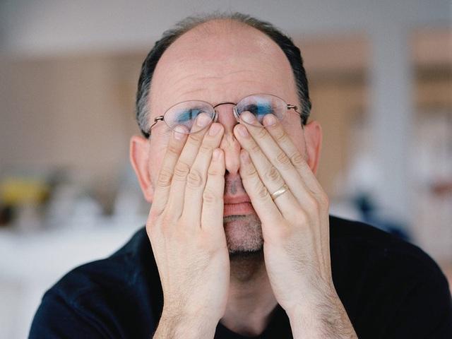Viện Nhãn khoa Hoa Kỳ: Mắt đỏ nhẹ có thể là dấu hiệu của bệnh nhân nhiễm COVID-19 - Ảnh 1.