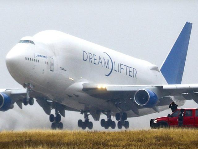 Boeing quyên góp 3 chiếc máy bay chở hàng ngoại cỡ để giúp phân phối hàng hóa liên quan virus corona - Ảnh 16.