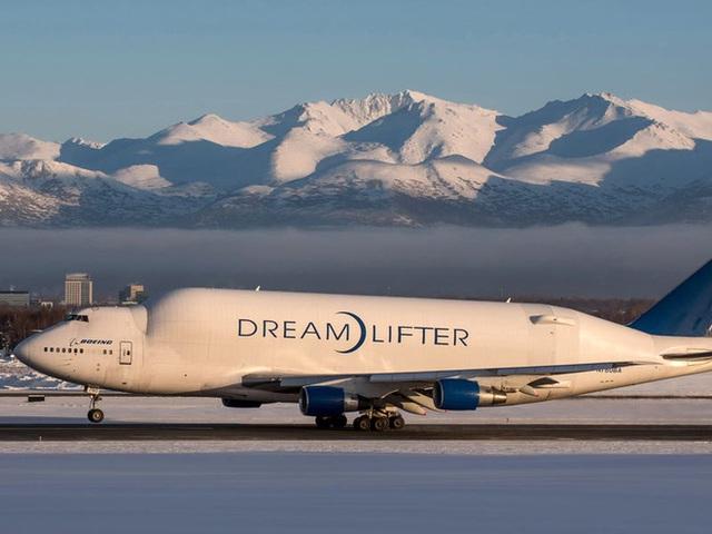 Boeing quyên góp 3 chiếc máy bay chở hàng ngoại cỡ để giúp phân phối hàng hóa liên quan virus corona - Ảnh 18.