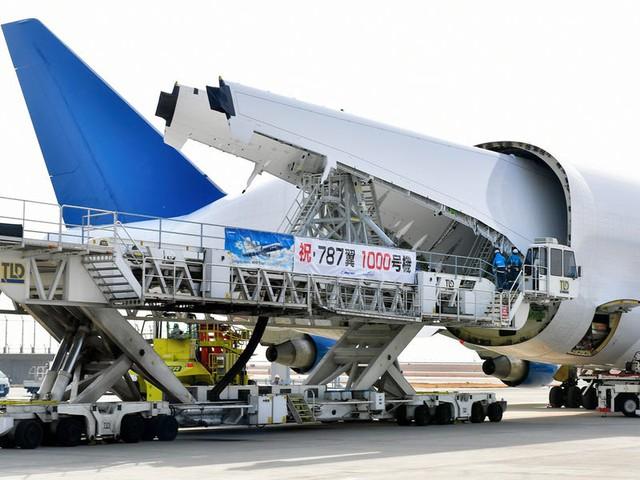 Boeing quyên góp 3 chiếc máy bay chở hàng ngoại cỡ để giúp phân phối hàng hóa liên quan virus corona - Ảnh 5.