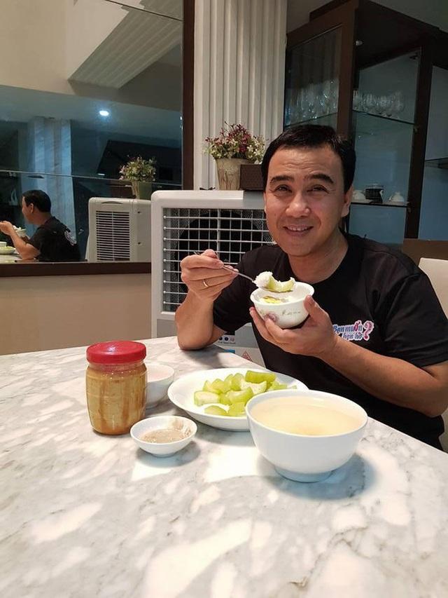 Hoài Linh và Quyền Linh chính là 2 nhân vật ăn uống giản dị nhất showbiz Việt, bữa cơm nào cũng toàn đạm bạc với cá mắm - Ảnh 4.