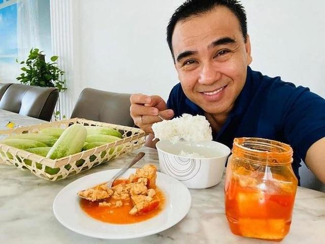 Hoài Linh và Quyền Linh chính là 2 nhân vật ăn uống giản dị nhất showbiz Việt, bữa cơm nào cũng toàn đạm bạc với cá mắm - Ảnh 6.