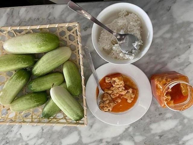 Hoài Linh và Quyền Linh chính là 2 nhân vật ăn uống giản dị nhất showbiz Việt, bữa cơm nào cũng toàn đạm bạc với cá mắm - Ảnh 7.