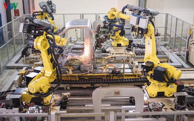 Chỉ số PMI ngành sản xuất giảm thấp kỷ lục do ảnh hưởng của Covid-19 - Ảnh 1.