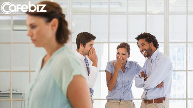 Bí mật nơi công sở: Có 3 điều không bao giờ được nói với đồng nghiệp, bất kể có thân đến đâu - Ảnh 2.