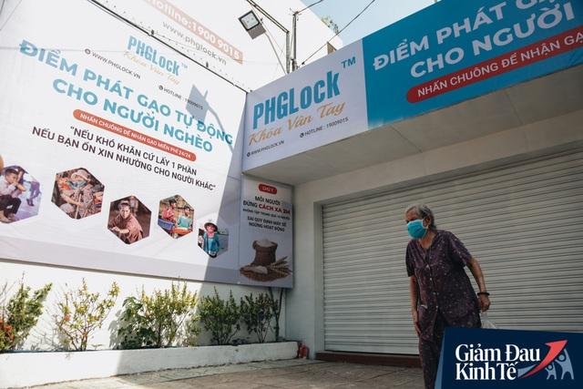 Máy ATM nhả ra gạo miễn phí cho người nghèo giữa thời dịch ở Sài Gòn, đảm bảo không một ai bị bỏ lại phía sau - Ảnh 13.