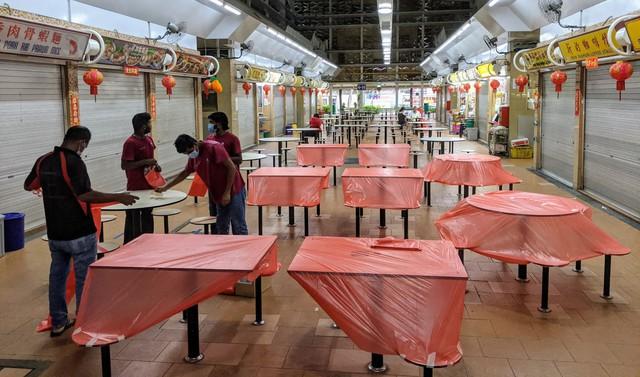 Người Singapore đã thay đổi hành vi như thế nào trong ngày đầu tiên giãn cách xã hội? - Ảnh 2.