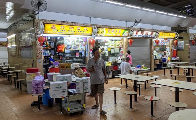 Người Singapore đã thay đổi hành vi như thế nào trong ngày đầu tiên giãn cách xã hội? - Ảnh 3.