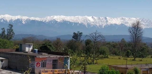 Nhờ Covid-19, lần đầu tiên trong 30 năm người Ấn Độ nhìn thấy dãy Himalaya trên chính nước mình từ khoảng cách 200 km - Ảnh 1.