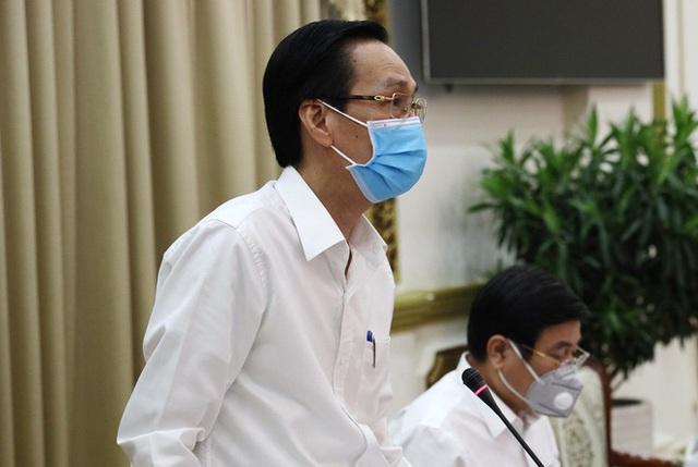 TP HCM phạt gần 2.500 người không đeo khẩu trang nơi công cộng - Ảnh 1.