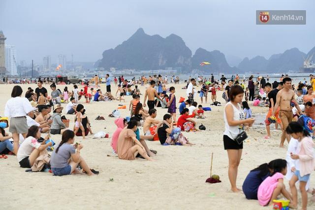 Bãi biển Hạ Long nhộn nhịp, khu vui chơi náo nhiệt sau một ngày hoạt động trở lại - Ảnh 3.
