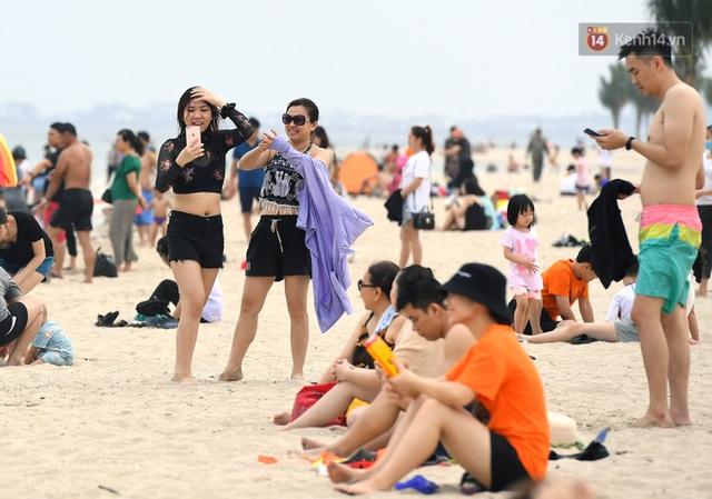Bãi biển Hạ Long nhộn nhịp, khu vui chơi náo nhiệt sau một ngày hoạt động trở lại - Ảnh 4.