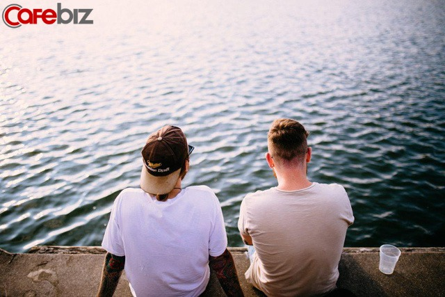Cao nhân khuyên: Giữa bạn bè, giữ khoảng cách mới là tôn trọng; giữa người thân, lạnh nhạt vừa đủ mới là chân tình; giữa vợ chồng, dành không gian riêng mới là tình đẹp  - Ảnh 2.