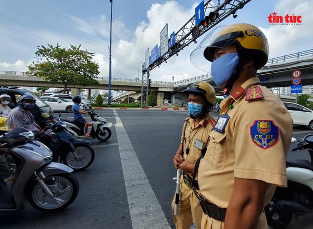 Ngày đầu ra quân kiểm tra phương tiện giao thông, nhiều trường hợp bị phạt vi phạm tốc độ  - Ảnh 1.