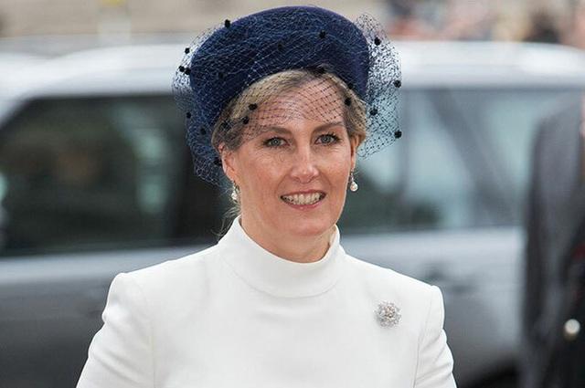 Vũ khí bí mật của Nữ hoàng Anh để thay thế nhà Sussex ở hoàng gia, đủ khiến cho Meghan Markle phải cảm thấy muối mặt - Ảnh 2.