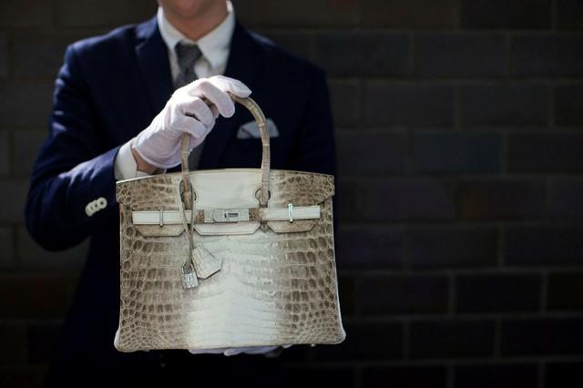 Vì sao người giàu vẫn sẵn sàng chi 500.000 USD để mua một chiếc túi Birkin bất kể dịch Covid-19 hay khủng hoảng đang diễn ra? - Ảnh 1.