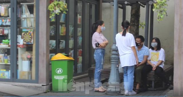 Phố Sách Hà Nội mở cửa đón khách trở lại - Ảnh 11.