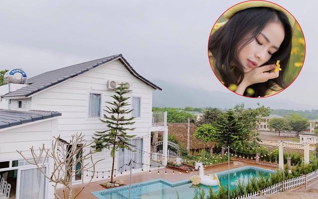 Ngôi nhà vườn 1000m² tọa lạc trên đồi đẹp yên bình với ngoại thất sân vườn rực rỡ sắc màu hoa lá ở Hòa Bình của đôi vợ chồng trẻ