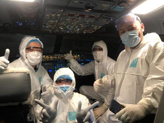 Đằng sau những chuyến bay cứu trợ đồng bào: 2 nhân viên Vietnam Airlines dương tính với Covid-19, nhưng 100% lao động hàng không vẫn sẵn sàng lao vào vùng dịch đón bà con về nước - Ảnh 3.