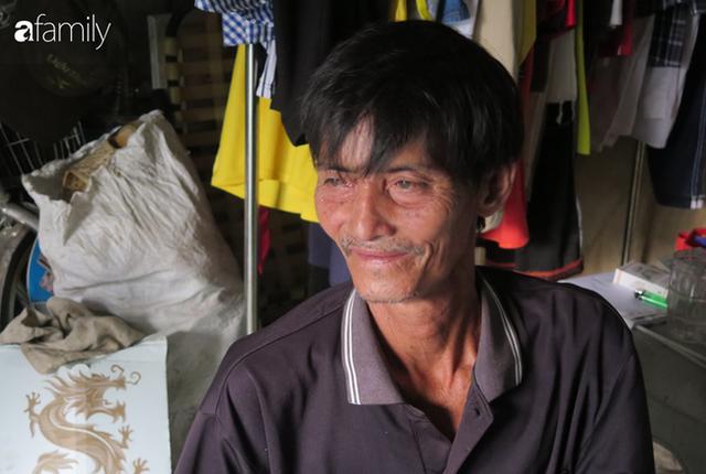 Tâm sự người đàn ông khuyết tật cả 2 tay, ngày ngày bán phế liệu nuôi 2 cháu sinh đôi cùng mẹ già 91 tuổi: Tôi không dám chết - Ảnh 1.