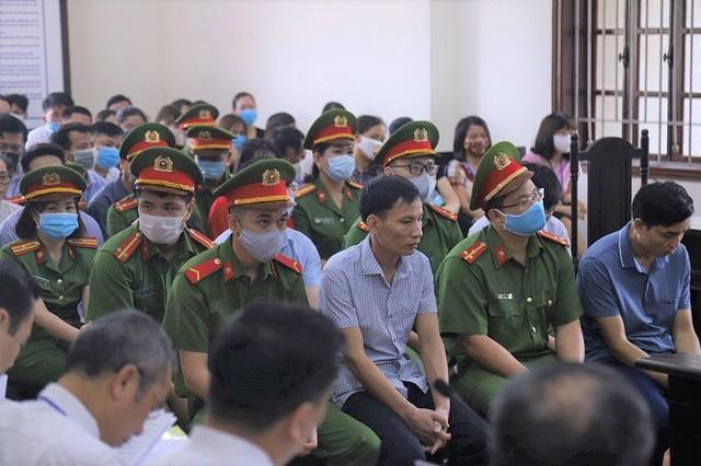 Giáo viên hối lộ để nâng điểm ở Hòa Bình nhận 30 tháng tù - Ảnh 1.