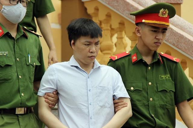 Giáo viên hối lộ để nâng điểm ở Hòa Bình nhận 30 tháng tù - Ảnh 2.